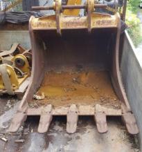 : Benna Per Semiroccia_Cat 323 _Benne e accessori per escavatori